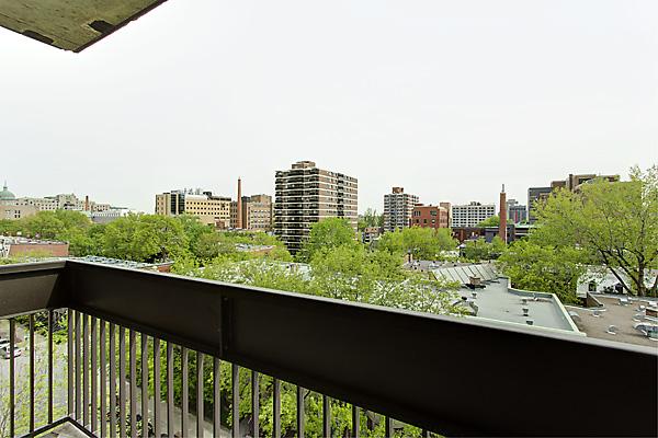 balcon dans un appartement partagé pour des étudiants à montréal